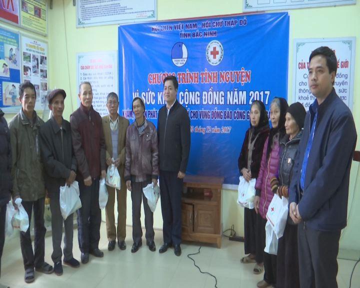 Khám sức khỏe và cấp phát thuốc miễn phí cho 200 đồng bào công giáo tại Quế Võ