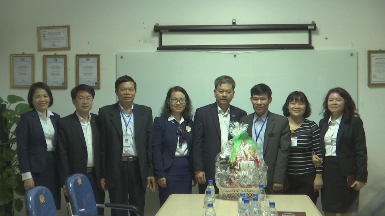 Tổng Công ty Điện lực miền Bắc thăm, tặng quà khách hàng lớn tại Bắc Ninh