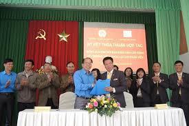 Ký kết hợp tác giữa Liên đoàn Lao động tỉnh và Bưu điện tỉnh