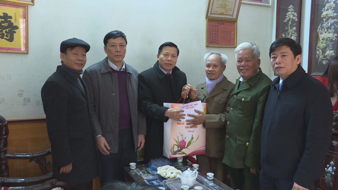 Bí thư Tỉnh ủy Nguyễn Nhân Chiến tặng quà Tết tại huyện Lương Tài và các chiến sỹ bị địch bắt tù đày tiêu biểu tỉnh Bắc Ninh