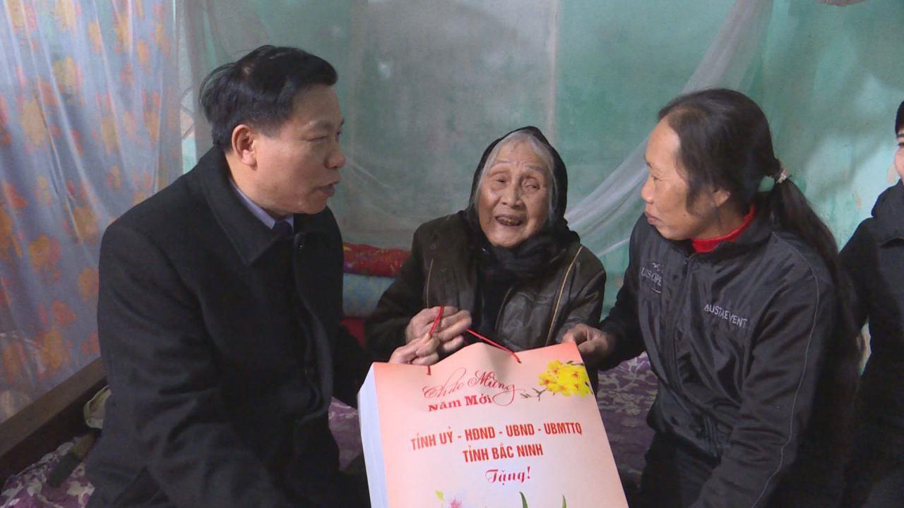 Bí thư Tỉnh ủy Nguyễn Nhân Chiến tặng quà Tết tại huyện Lương Tài
