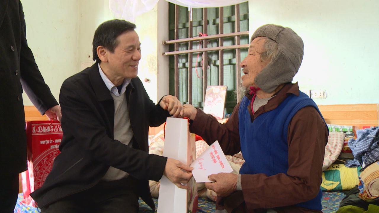 Đồng chí Nguyễn Tiến Nhường thăm, tặng quà Tết tại Gia Bình