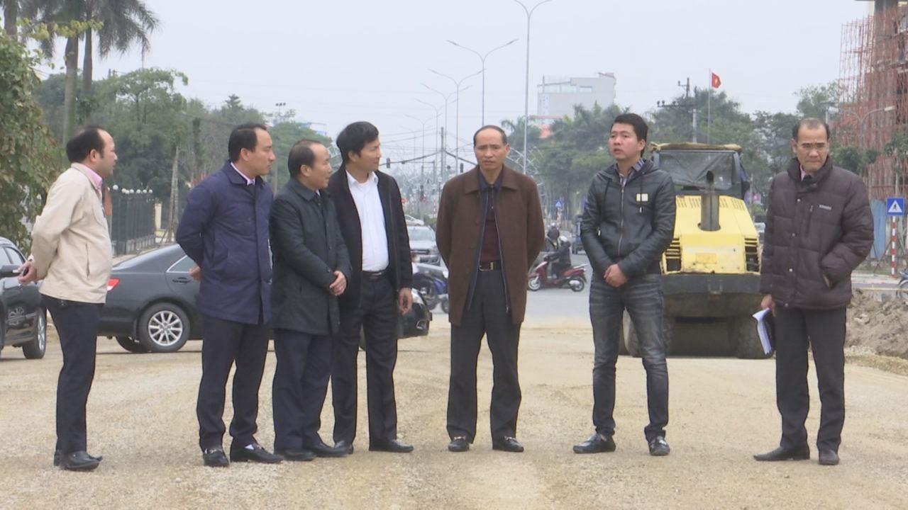 Đồng chí Nguyễn Hữu Thành kiểm tra tiến độ dự án xây dựng đường TL 277