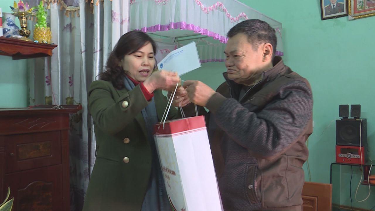 Đoàn đại biểu Quốc hội tỉnh, các đơn vị, doanh nghiệp tiếp tục quan tâm, chăm lo Tết cho mẹ VNAH, gia đình chính sách và hộ nghèo