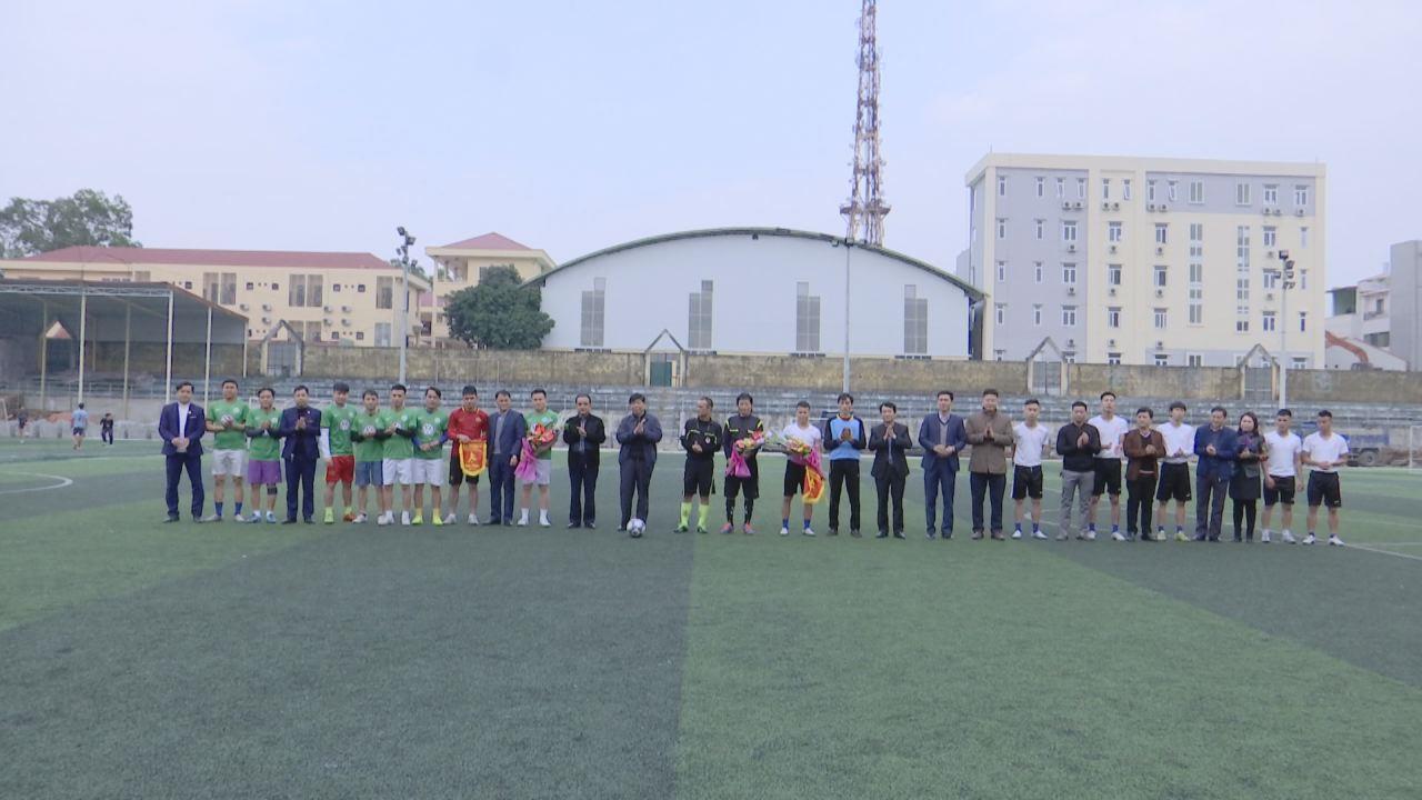 Công ty TNHH Phát triển du lịch Quốc tế Phượng Hoàng giao hữu bóng đá với Đài PT&TH Bắc Ninh