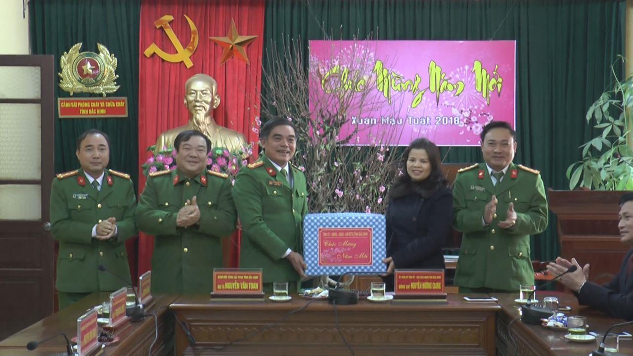 Chủ tịch HĐND tỉnh Nguyễn Hương Giang thăm và chúc Tết lực lượng Cảnh sát phòng cháy và chữa cháy tỉnh