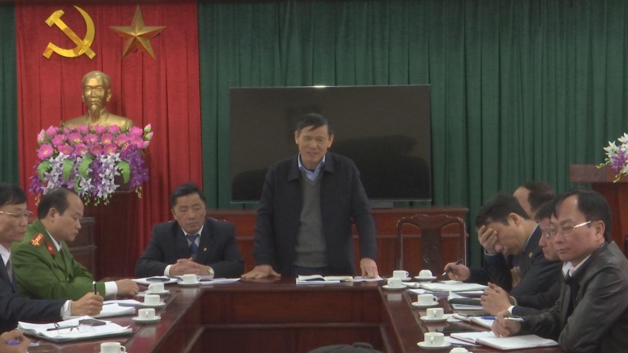 Đồng chí Nguyễn Tiến Nhường làm việc tại thị xã Từ Sơn