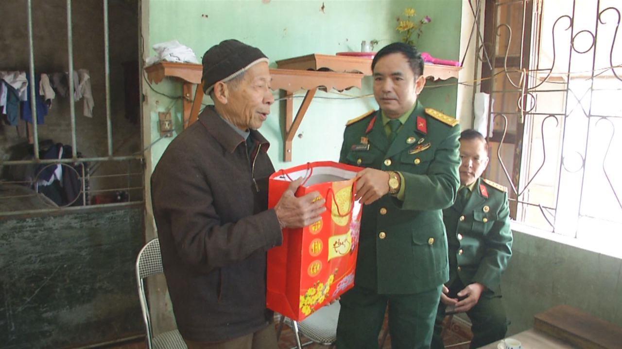 Hội Cựu chiến binh tỉnh tặng quà thương binh và đối tượng chính sách