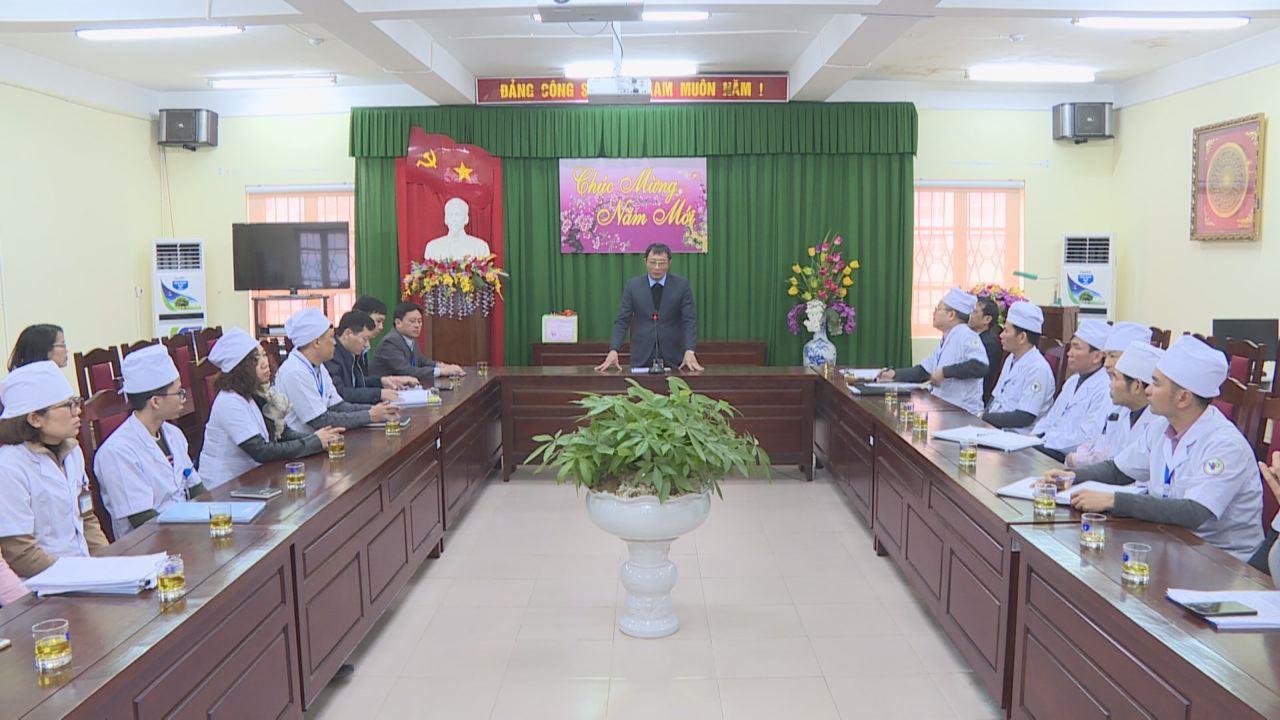 Phó Chủ tịch UBND tỉnh Nguyễn Văn Phong  kiểm tra công tác khám chữa bệnh trong dịp Tết Nguyên đán