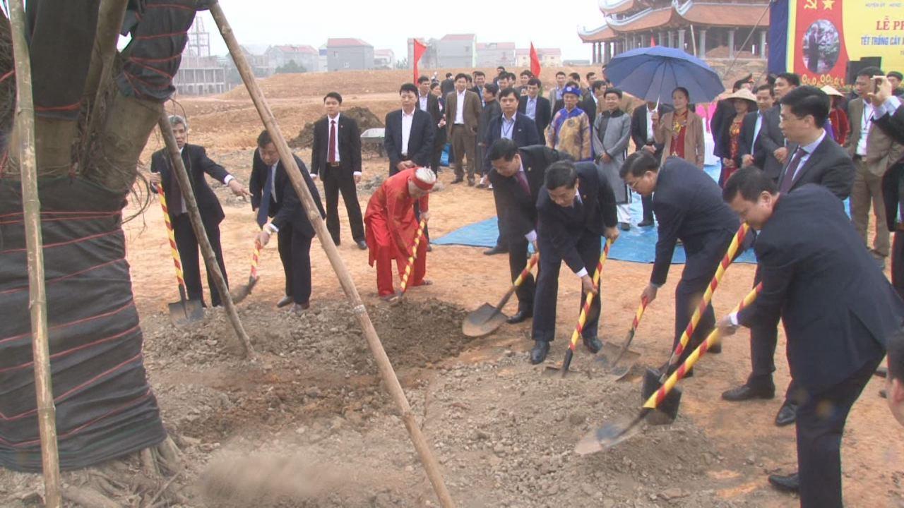 Các đồng chí lãnh đạo tỉnh dự Tết trồng cây Xuân Mậu Tuất 2018  với các địa phương, đơn vị trong tỉnh