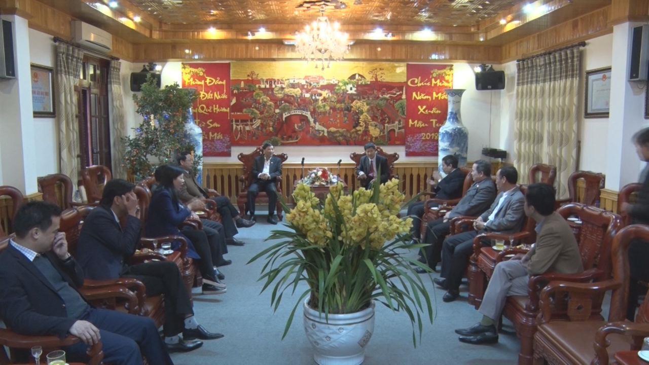 Phó Bí thư Thường trực Tỉnh ủy Nguyễn Hữu Quất chúc Tết thị xã Từ Sơn