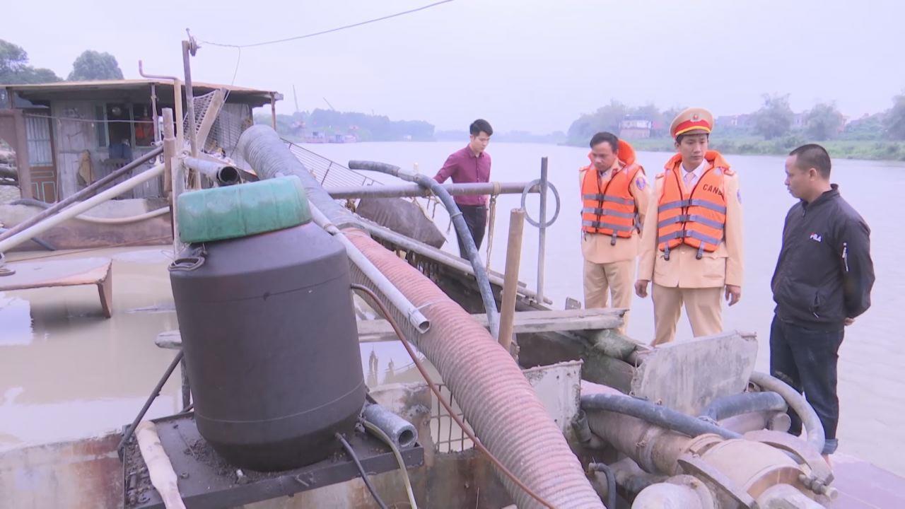 Cảnh sát đường thủy bắt giữ tàu hút cát trái phép tại thành phố Bắc Ninh
