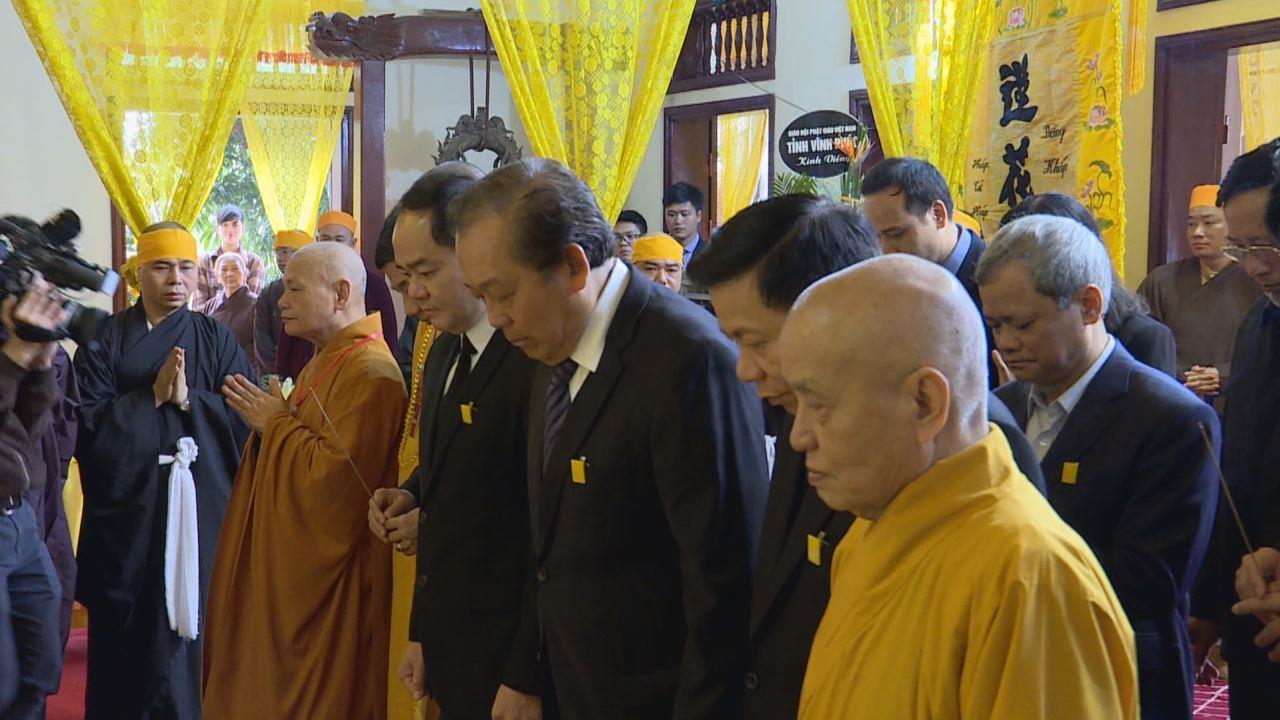 Phó Thủ tướng Chính phủ Trương Hòa Bình viếng Đại lão Hòa thượng  Thích Thanh Sam