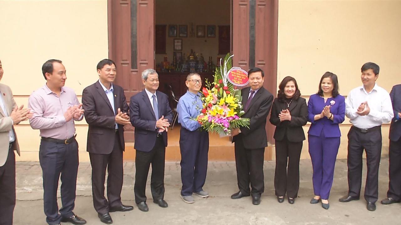 Lãnh đạo tỉnh thăm, tặng quà Nhà giáo Nhân dân, AHLĐ Nguyễn Đức Thìn