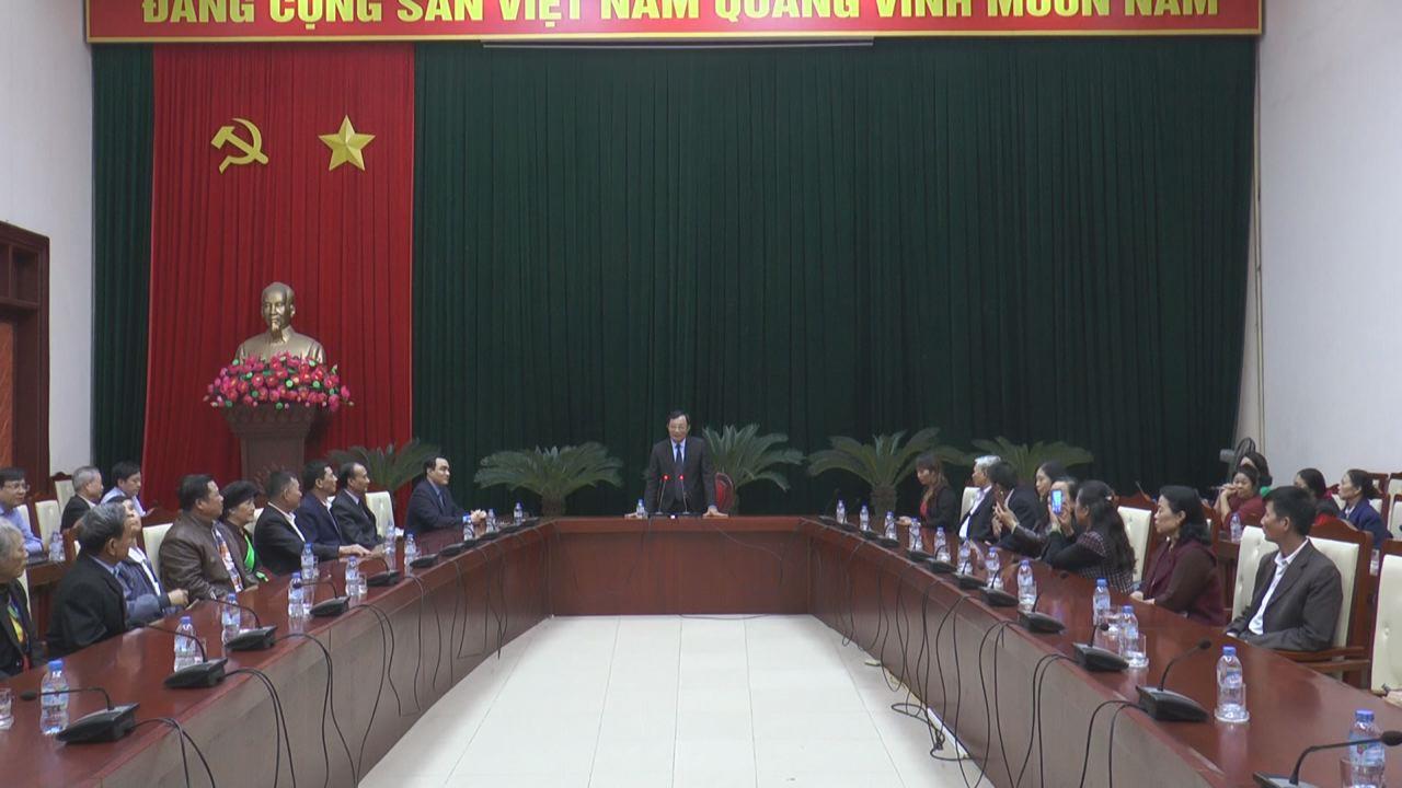 Phó Chủ tịch UBND tỉnh Nguyễn Văn Phong tiếp Hội đồng hương  Bắc Ninh tại Lào Cai về thăm quê hương
