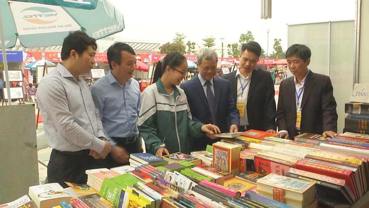 Chủ tịch UBND tỉnh Nguyễn Tử Quỳnh dự ngày hội sách Việt Nam tỉnh Bắc Ninh năm 2018