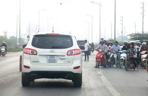 Phân luồng giao thông trên Quốc lộ 18 đoạn Km4+400-Km6+950  thuộc thành phố Bắc Ninh và huyện Quế Võ
