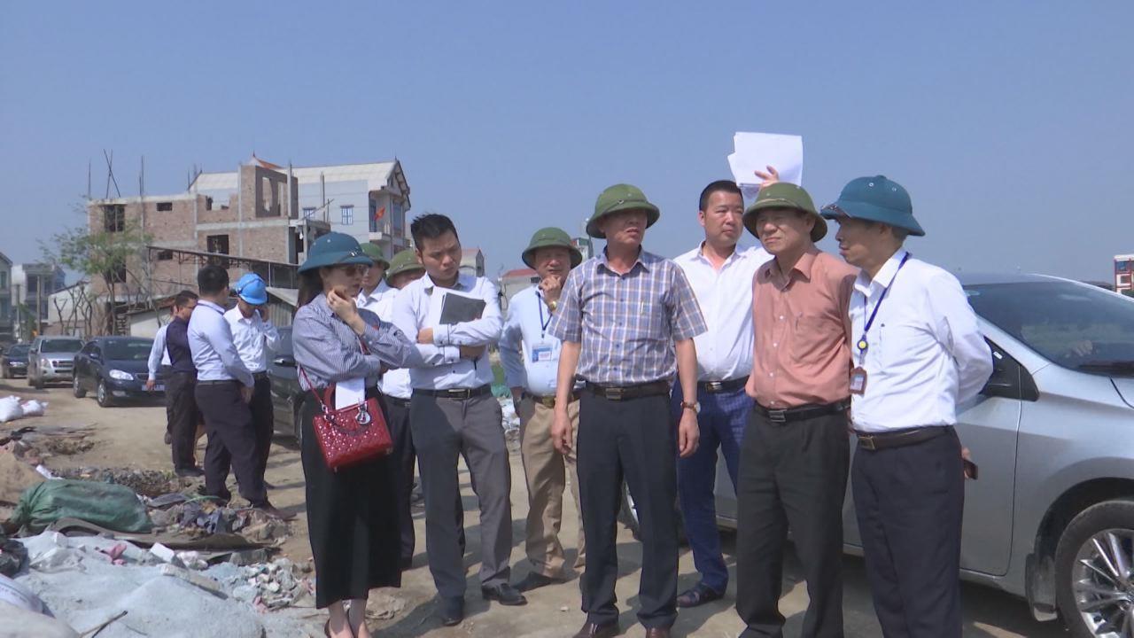 Phó Chủ tịch Thường trực UBND tỉnh Nguyễn Tiến Nhường kiểm tra tiến độ một số dự án tại huyện Yên Phong