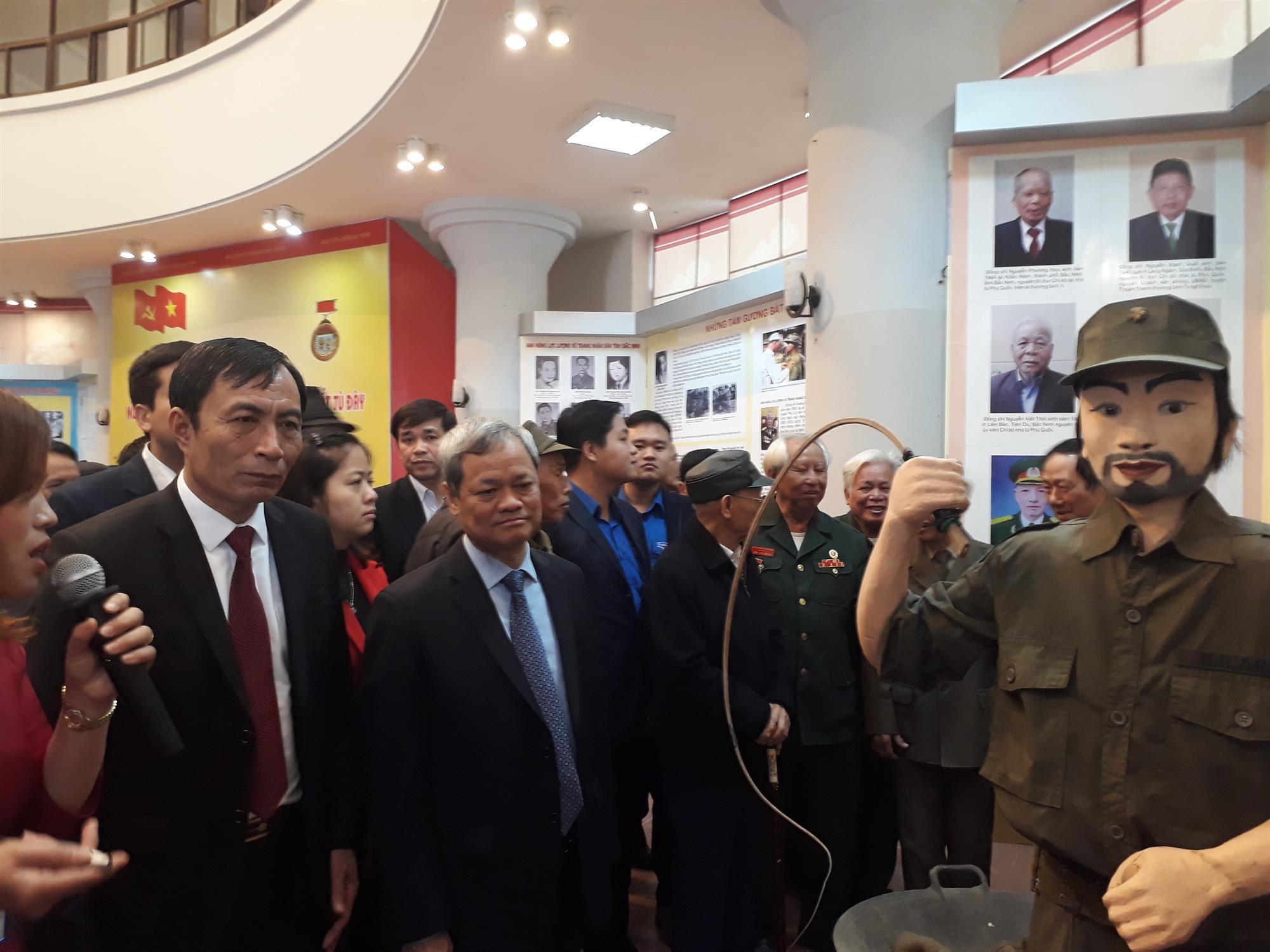 """Khai mạc trưng bày """"Sáng mãi tấm gương người chiến sỹ cách mạng  tỉnh Bắc Ninh bị địch bắt tù đày"""""""
