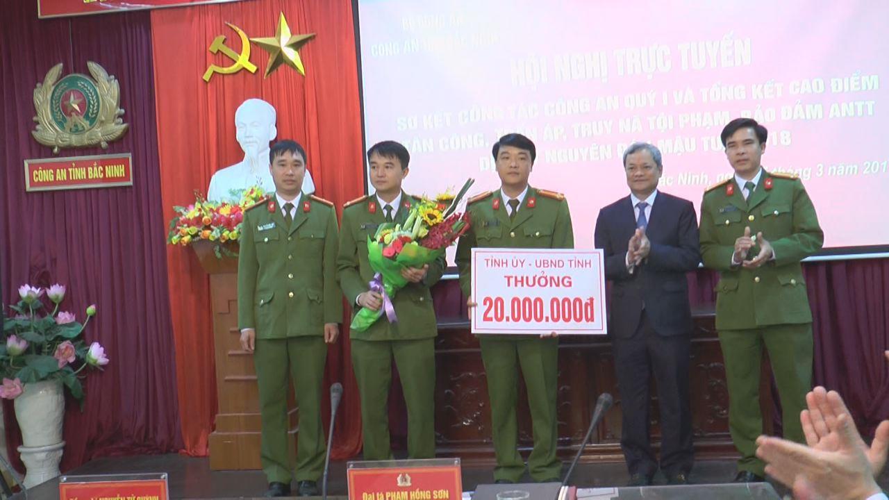 Chủ tịch UBND tỉnh khen thưởng Phòng PC47 (Công an tỉnh) về thành tích đấu tranh triệt phá đường dây vận chuyển ma túy