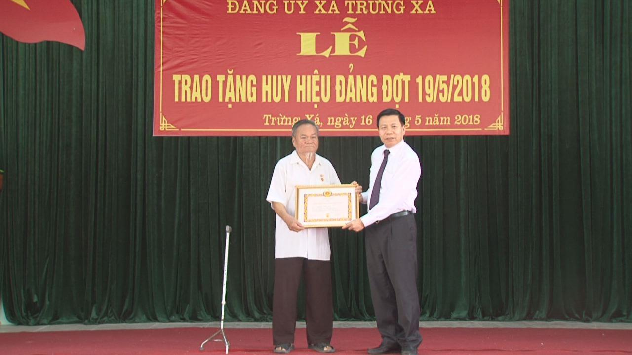 Bí thư Tỉnh ủy Nguyễn Nhân Chiến trao Huy hiệu Đảng tại Lương Tài và Đảng bộ Quân sự tỉnh