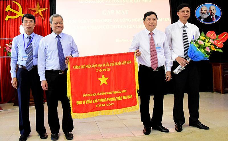 Sở Khoa học và Công nghệ đón nhận Cờ thi đua của Chính phủ