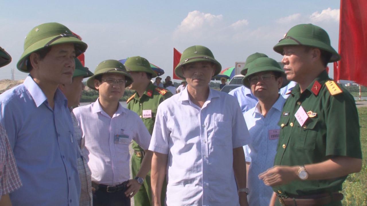 Phó Chủ tịch UBND tỉnh Nguyễn Hữu Thành kiểm tra công tác chuẩn bị  diễn tập Phòng chống thiên tai, tìm kiếm cứu nạn tại huyện Thuận Thành