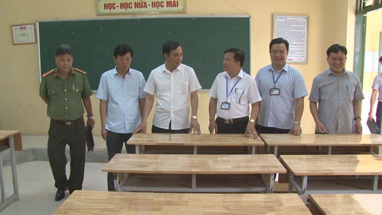 Phó Chủ tịch UBND tỉnh Nguyễn Văn Phong  kiểm tra công tác chuẩn bị thi THPT Quốc gia tại Thuận Thành