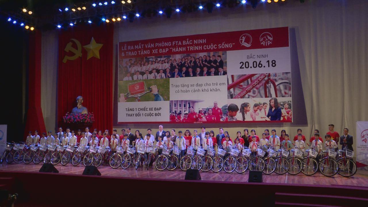 Công ty bảo hiểm AIA Việt Namtặng 141 xe đạp cho trẻ em nghèo tỉnh Bắc Ninh