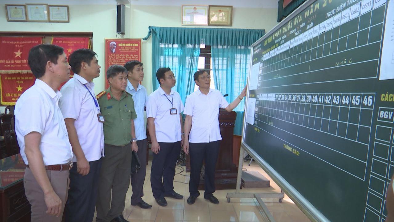 Phó Chủ tịch UBND tỉnh Nguyễn Văn Phong kiểm tra công tác chuẩn bị cho kỳ thi THPT Quốc gia tại Lương Tài