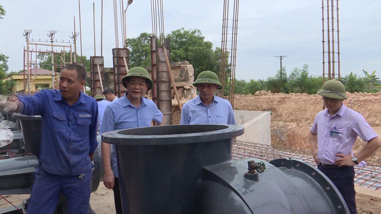 Phó Chủ tịch UBND tỉnh Nguyễn Hữu Thành kiểm tra tiến độ nâng cấp  một số công trình trạm bơm phục vụ mùa mưa bão
