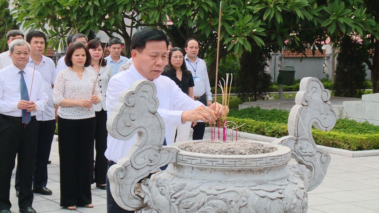 Dâng hương Tổng Bí thư Nguyễn Văn Cừ