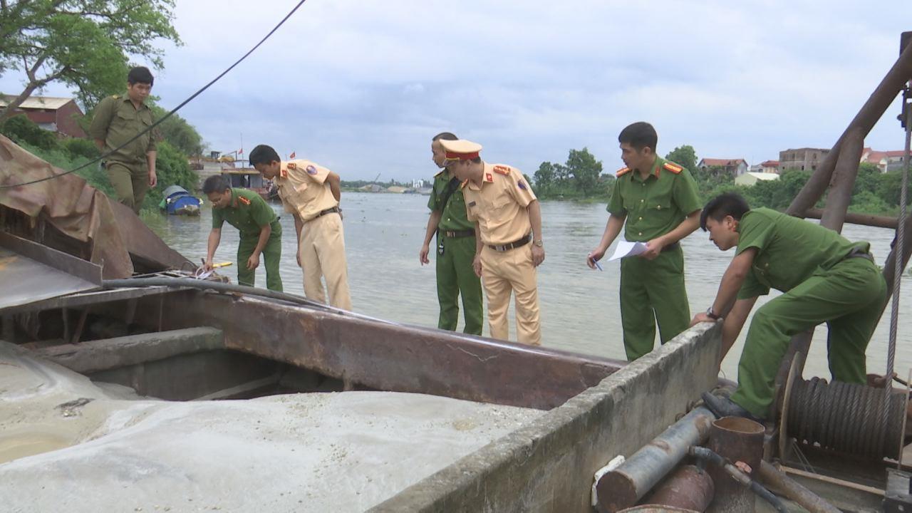 Công an huyện Yên Phong bắt tàu hút cát trái phép