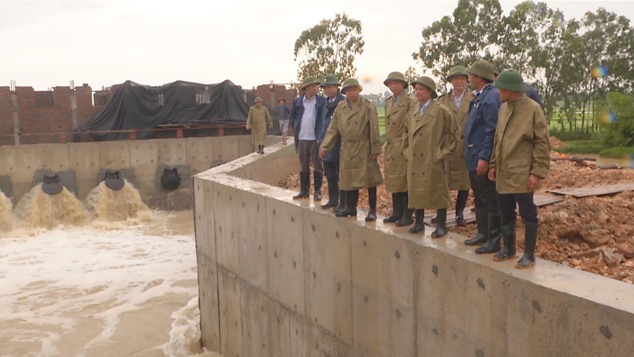 Bí thư Tỉnh ủy kiểm tra công tác phòng chống lụt bão tại Tiên Du và Từ Sơn