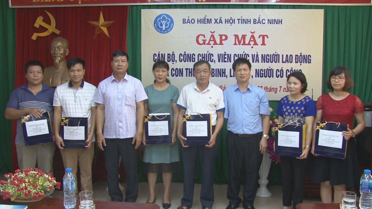 BHXH tỉnh gặp mặt, tặng quà các đối tượng chính sách nhân ngày 27/7