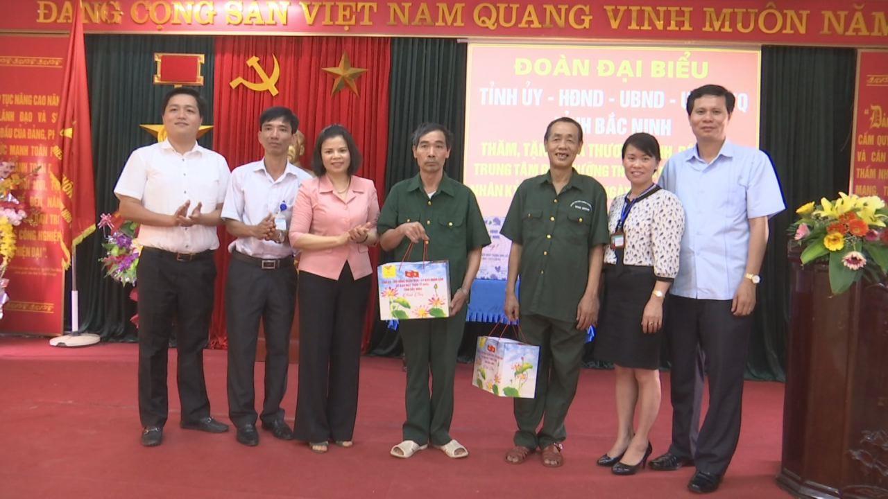 Chủ tịch HĐND tỉnh thăm, tặng quà Trung tâm Điều dưỡng thương binh Nho Quan