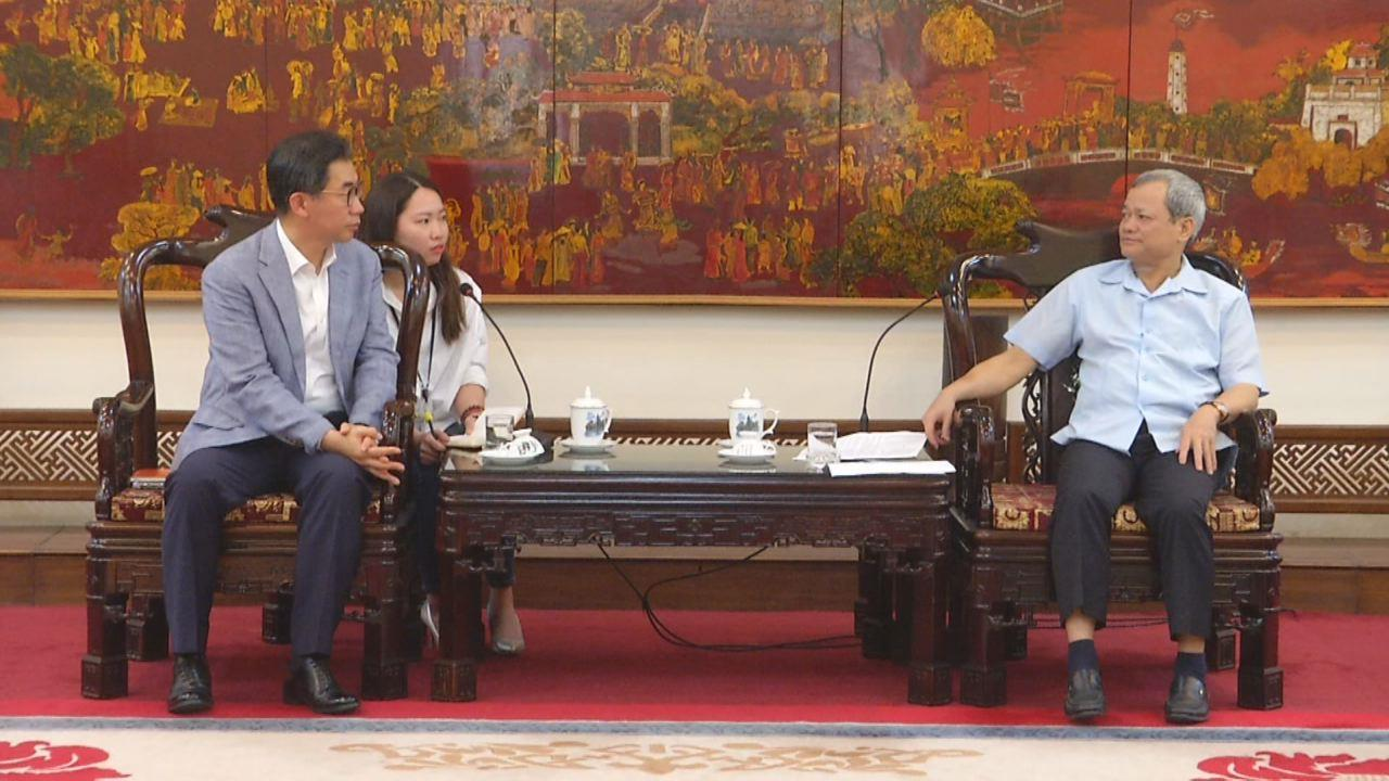 Chủ tịch UBND tỉnh làm việc với Công ty Hanwha Việt Nam  và Công ty Golden Hourse (Hàn Quốc)
