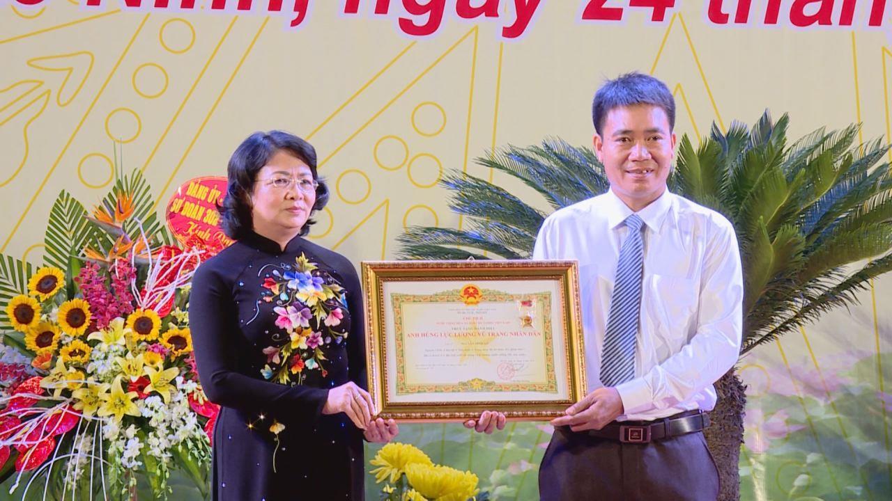 Lễ truy tặng danh hiệu Anh hùng LLVT nhân dân cho liệt sỹ Nguyễn Đình Xô và gặp mặt biểu dương người có công tiêu biểu tỉnh Bắc Ninh 2018