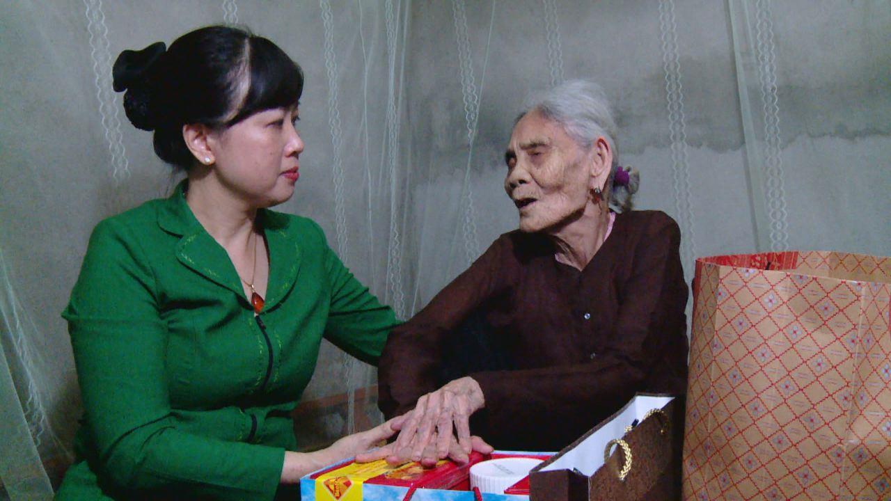 Các đồng chí lãnh đạo tỉnh thăm, tặng quà gia đình chính sách nhân kỷ niệm 71 năm Ngày thương binh liệt sỹ 27/7