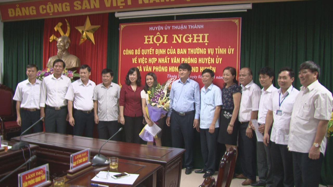 Huyện Thuận Thành công bố Quyết định  sáp nhập Văn phòng Huyện ủy và Văn phòng HĐND, UBND huyện