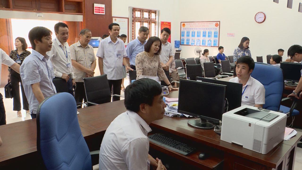 Chủ tịch HĐND tỉnh khảo sát hoạt động Trung tâm Hành chính công cấp huyện