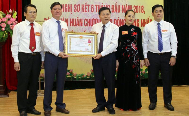 Sở Kế hoạch và Đầu tư đón nhận Huân chương Lao động Hạng Nhất