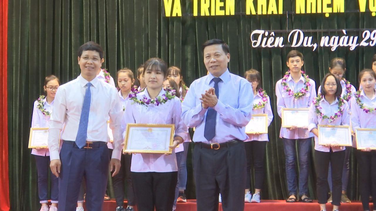 Tiên Du trao thưởng quỹ khuyến học khuyến tài Nguyễn Đăng Đạo