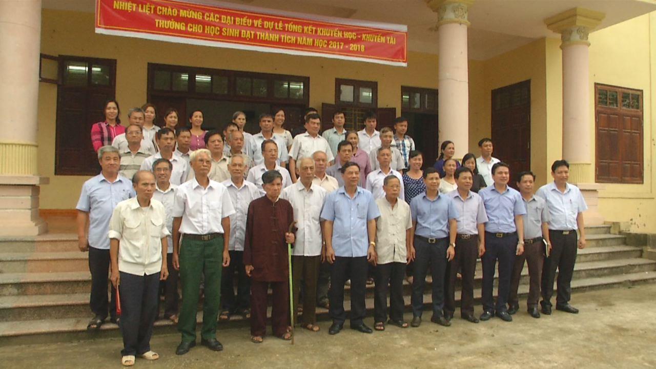 Các đồng chí lãnh đạo tỉnh dự sinh hoạt đảng tại chi bộ cơ sở