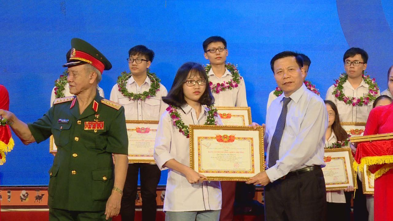 Bắc Ninh trao thưởng hơn 2 tỷ đồng  Quỹ Khuyến học, khuyến tài Phạm Văn Trà