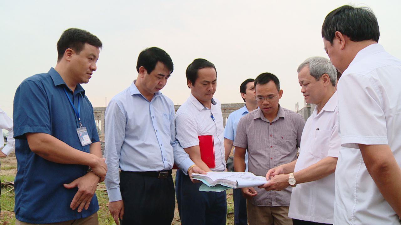 Chủ tịch UBND tỉnh kiểm tra tiến độ xây dựng trường học tại Gia Bình