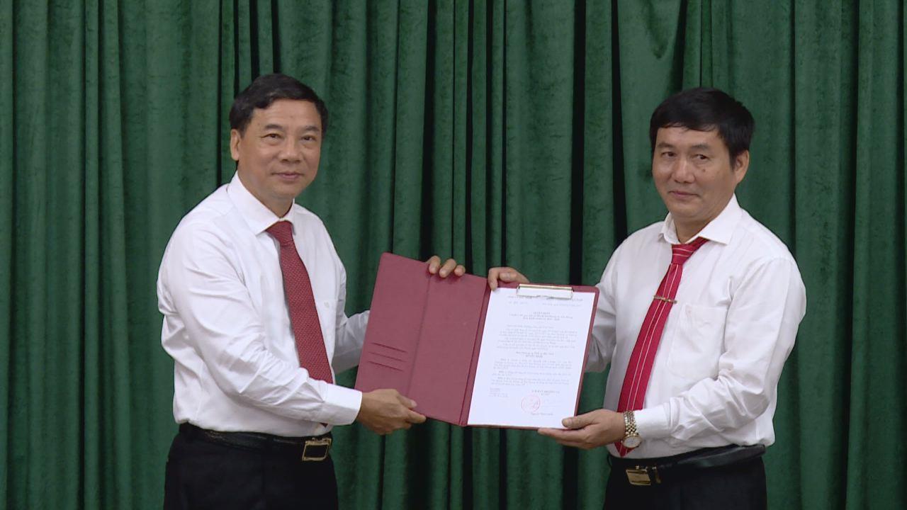Trao Quyết định chuẩn y kết quả bầu cử Phó Bí thư Huyện ủy Yên Phong