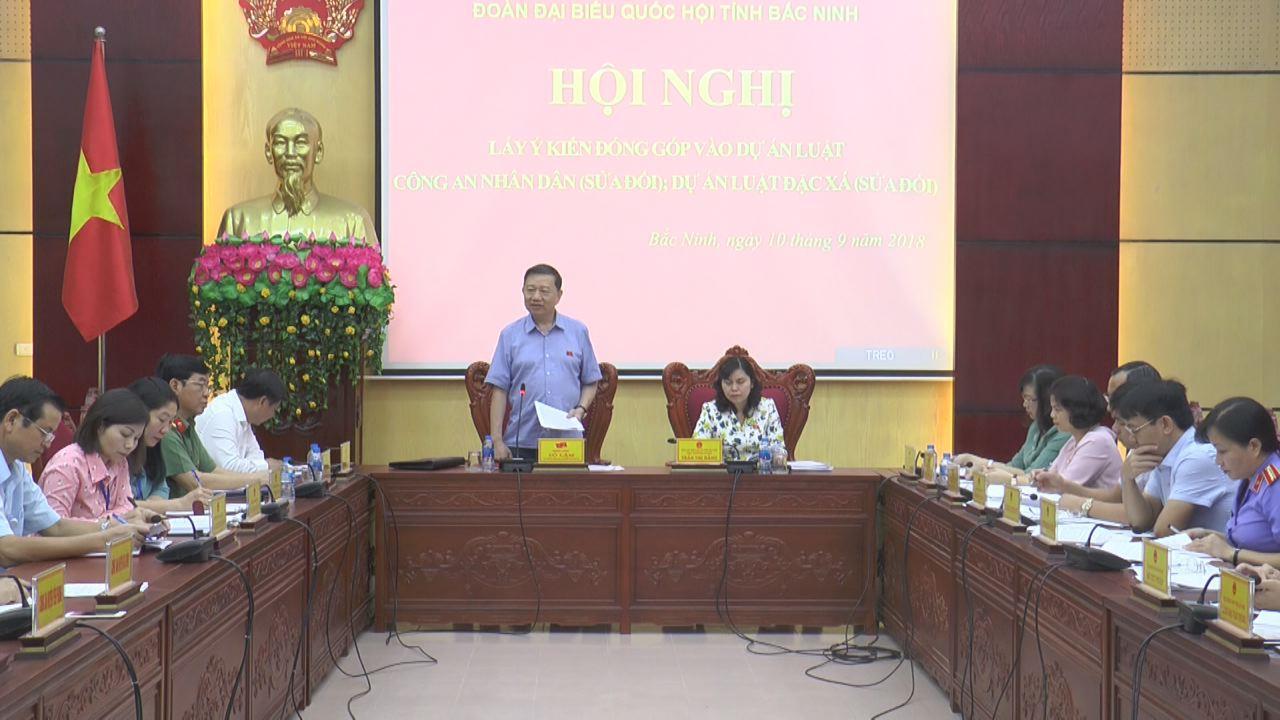 Đoàn đại biểu Quốc hội tỉnh lấy ý kiến vào 2 Dự án Luật