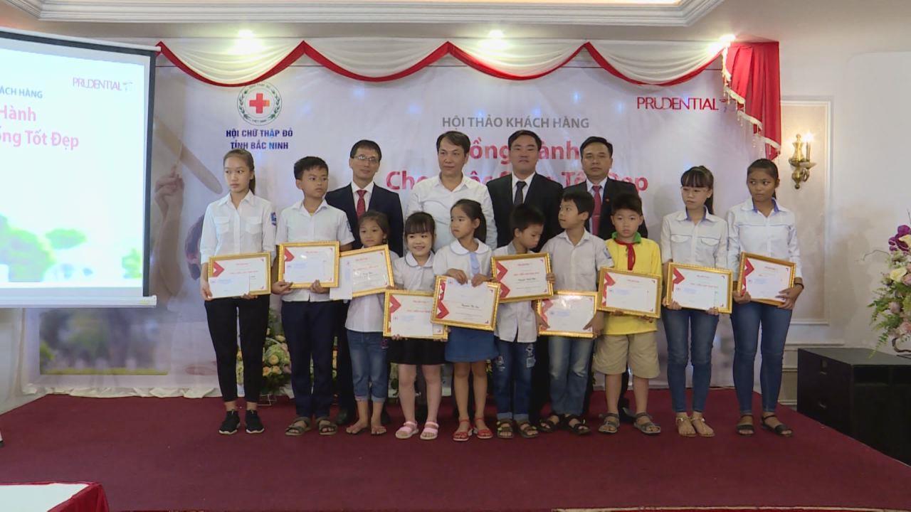 Prudential: Tặng 20 suất học bổng cho học sinh nghèo vượt khó tỉnh Bắc Ninh