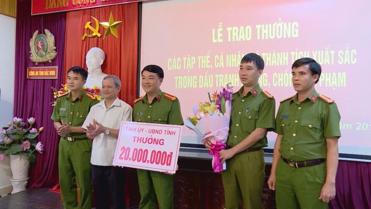Chủ tịch UBND tỉnh thưởng nóng đấu tranh phòng chống tội phạm